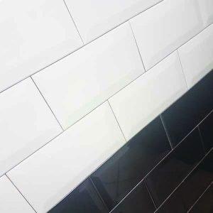 Bijela i crna metro (subway) pločica dimenzije 10x20 cm